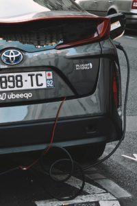 auto elektryczne a hybrydowe